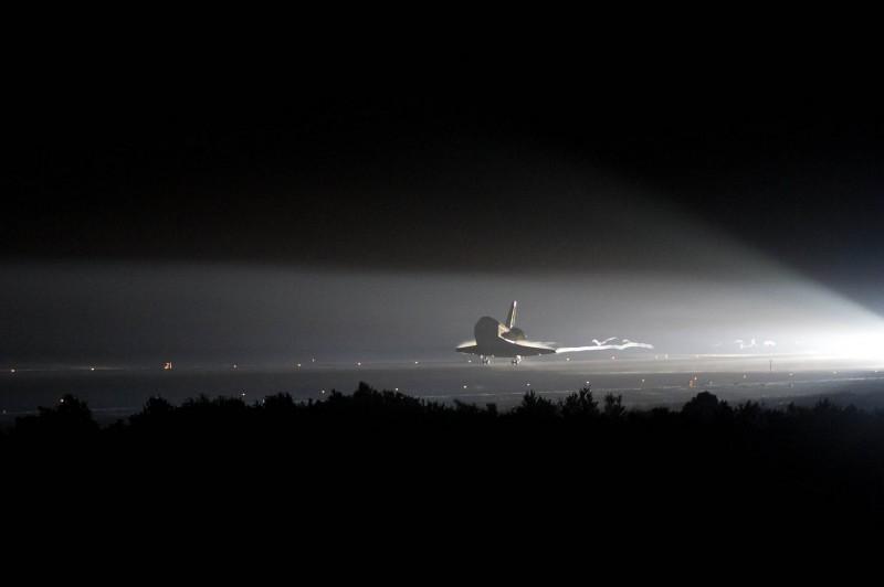 Endeavour STS-134 Lands
