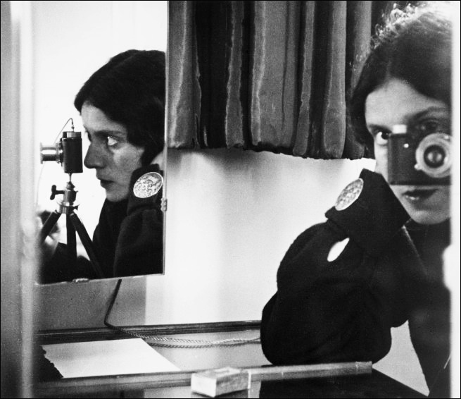 Ilse Bing Self Portrait in Mirrors 1931 Autoportraits de photographes