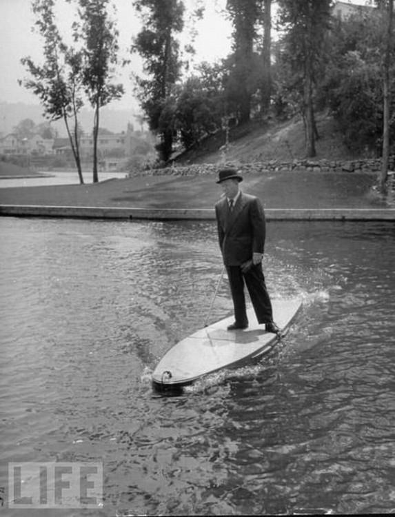 Planche de surf à moteur - 1948