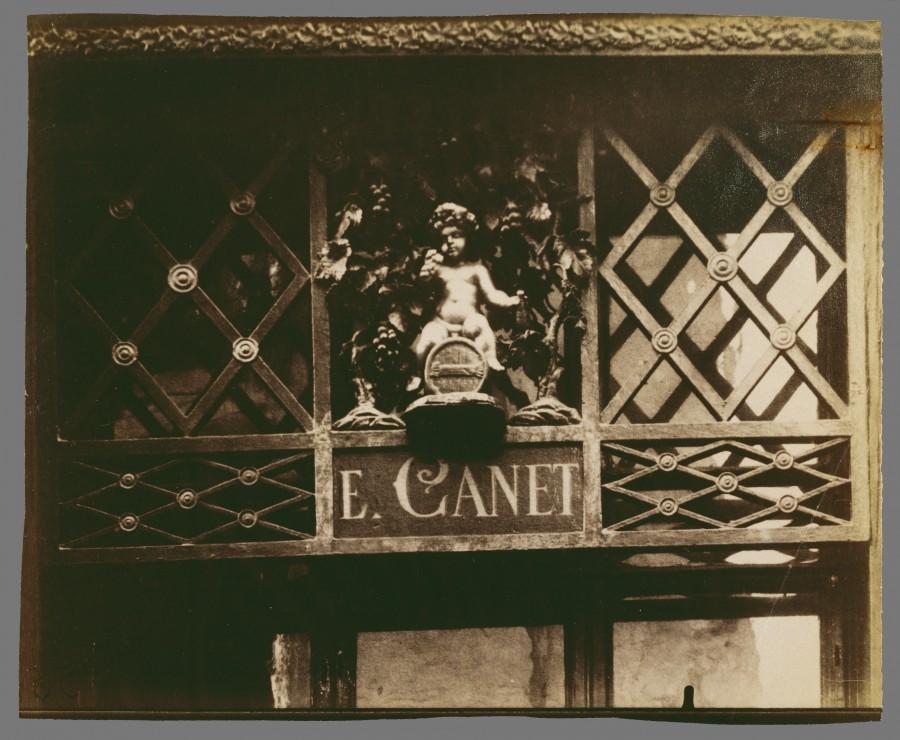 Atget Paris Au Petit Bacchus rue St Louis en lIle 61 900x740 Le Paris de 1900 par Atget  photographie histoire art
