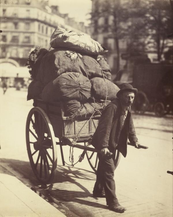 Atget Paris Chiffonier 600x750 Le Paris de 1900 par Atget  photographie histoire art