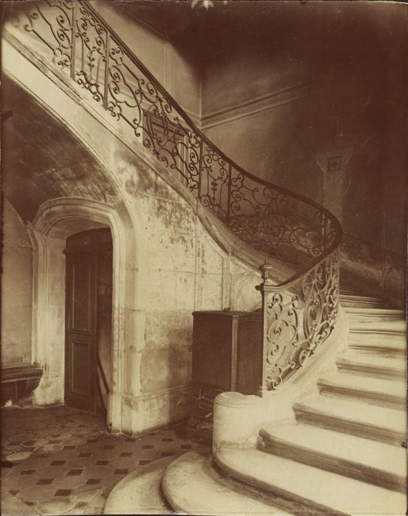 Atget Paris Hotel de la Brinvilliers l empoisonneuse Rue Charles V 12 594x750 Le Paris de 1900 par Atget  photographie histoire art