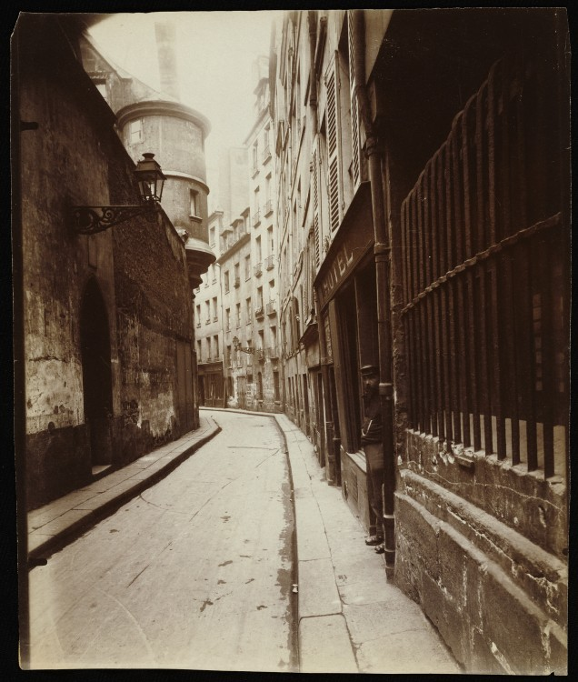 Atget Paris Rue de lHotel de Ville 636x750 Le Paris de 1900 par Atget  photographie histoire art