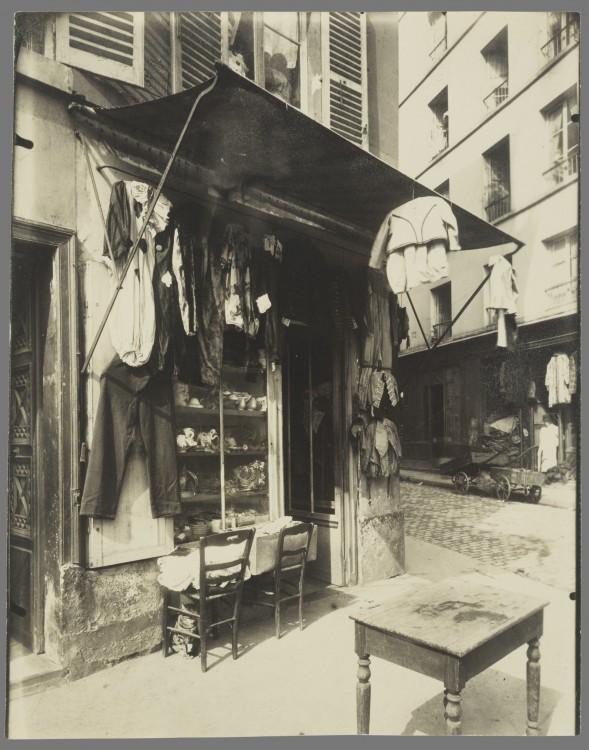 Atget Paris Rue de la Corderie 589x750 Le Paris de 1900 par Atget  photographie histoire art