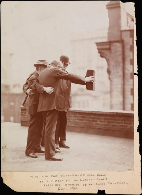 1920-selfie