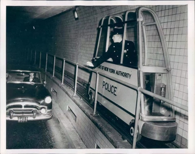 police-newyork-tunnel