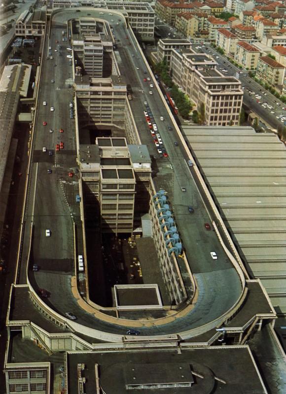le circuit sur le toit de l 39 usine fiat lingotto turin. Black Bedroom Furniture Sets. Home Design Ideas